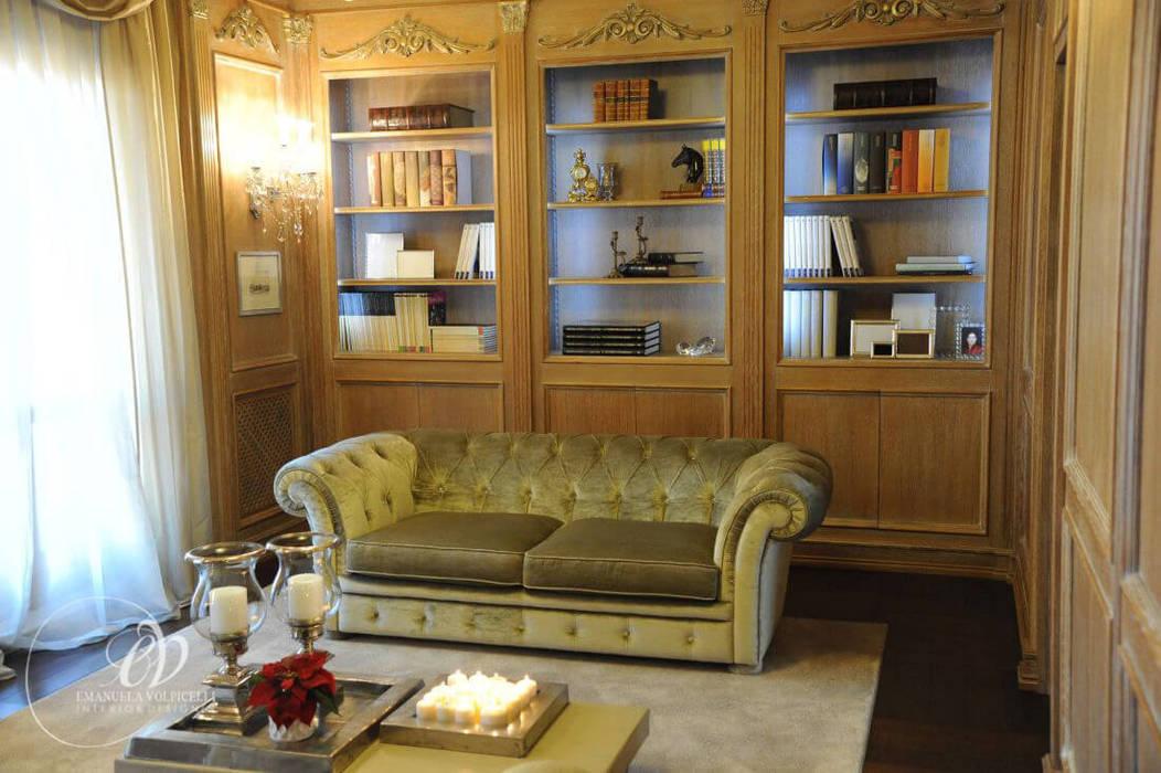 LUSSUOSA GRAZIA: Soggiorno in stile in stile Classico di Emanuela Volpicelli Interior Designer