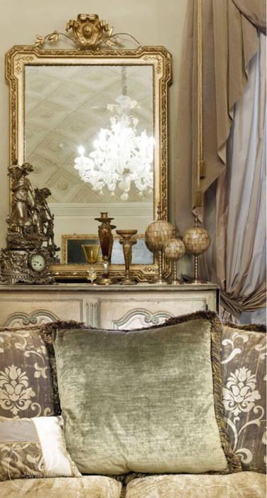 FASCINO SENZA TEMPO: Soggiorno in stile in stile Classico di Emanuela Volpicelli Interior Designer