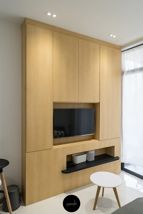TV Feature wall:  Living room by Y&T Pte Ltd,