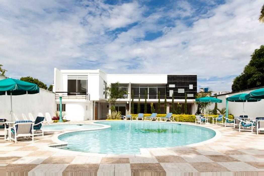 EXTERIOR Casas modernas de IngeniARQ Moderno