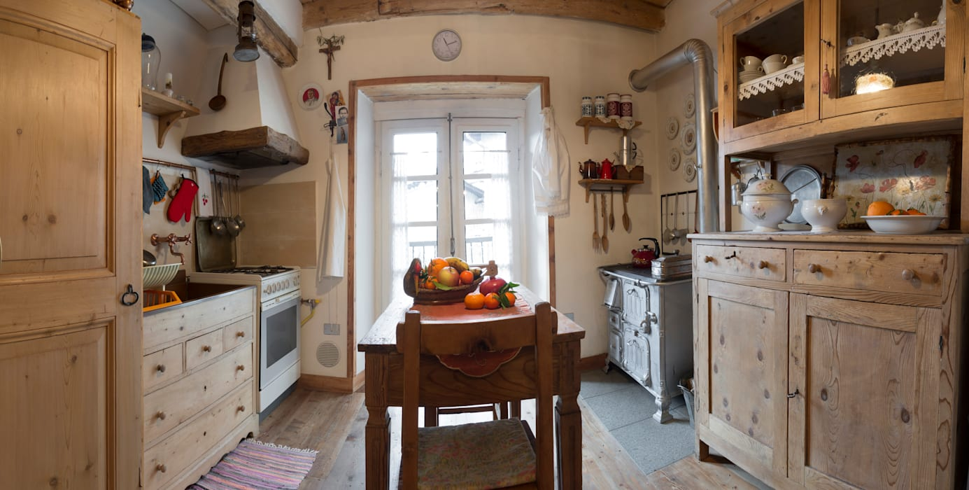 Rustic style kitchen by L'Antica s.a.s. Rustic