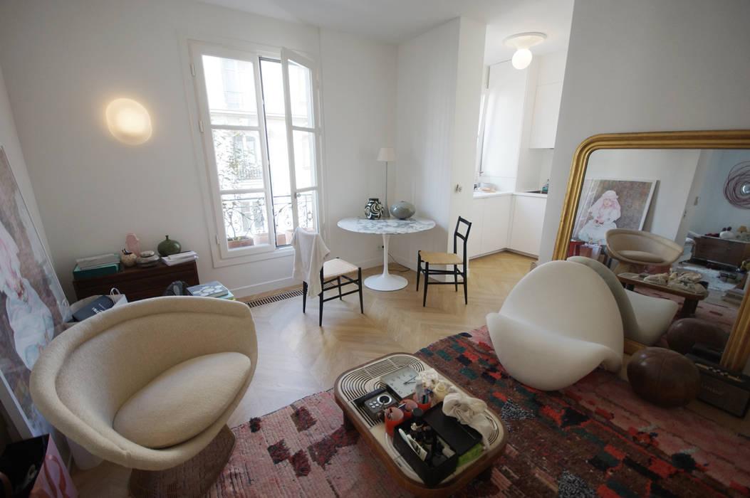 Rénovation appartement Paris, quartier Montmartre: Salon de style de style Moderne par Grazia Architecture