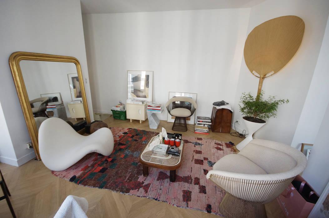 Rénovation appartement Paris, quartier Montmartre: Salon de style  par Grazia Architecture