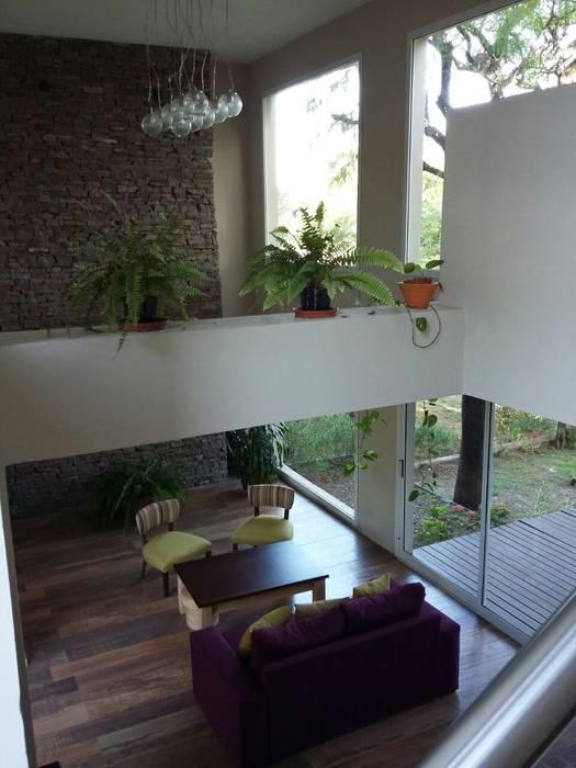 Living doble Altura Livings modernos: Ideas, imágenes y decoración de LOSADA ARQUITECTURA Moderno Piedra