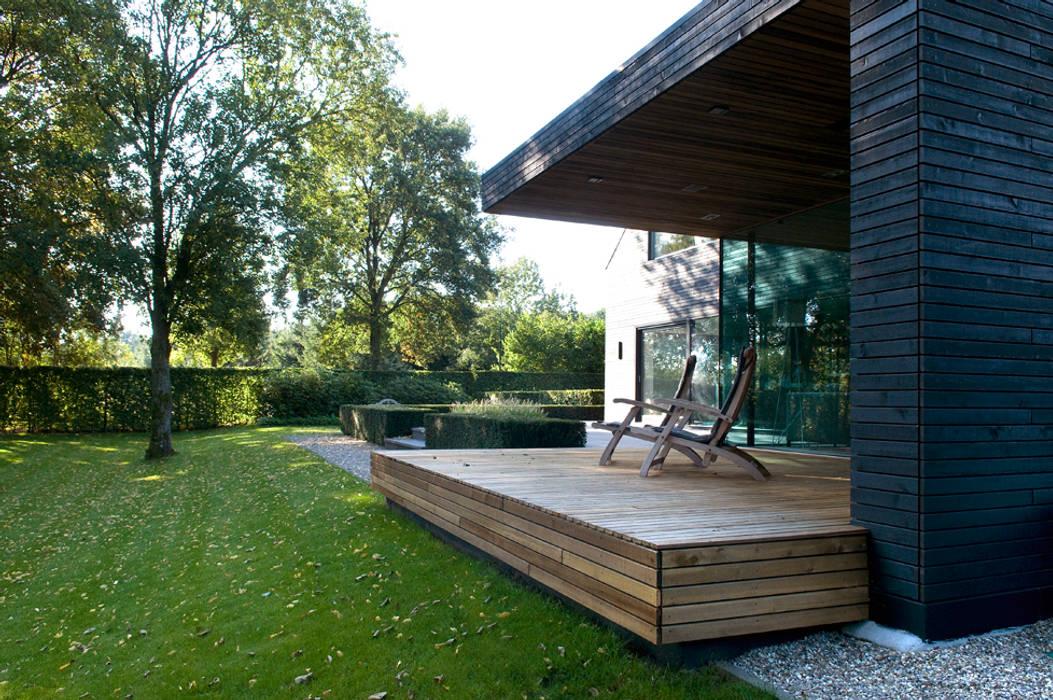 Modern style balcony, porch & terrace by WillemsenU Modern