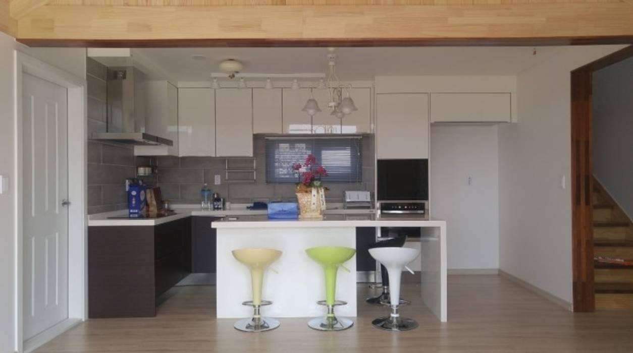 Modern Kitchen by Goodhaus Modern