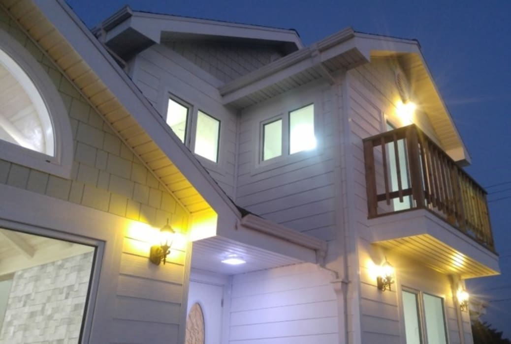 Modern Houses by Goodhaus Modern