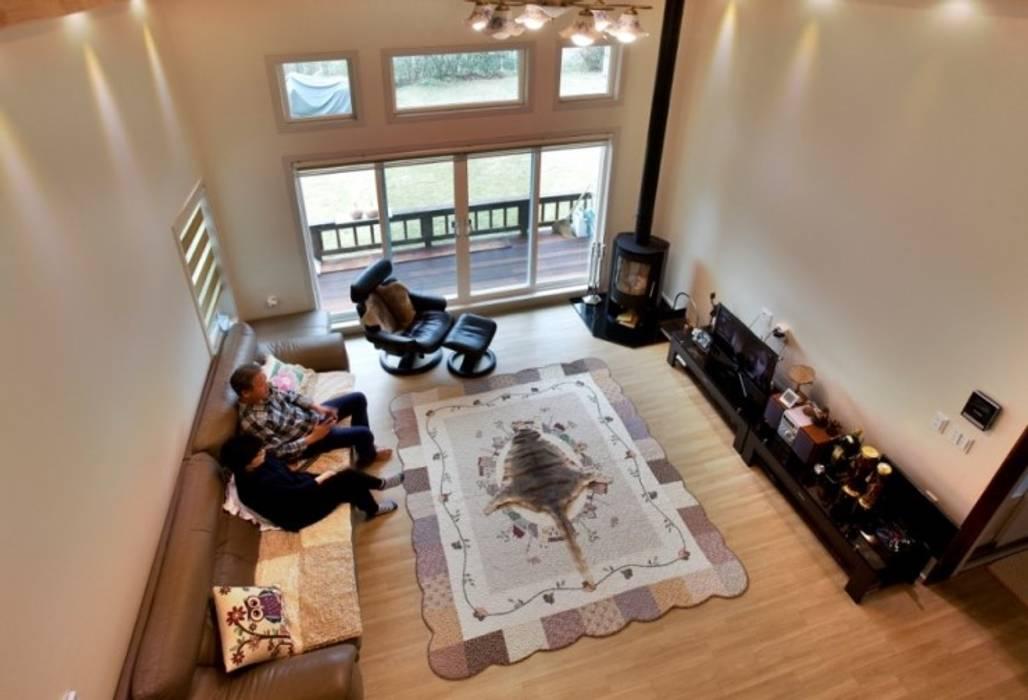 ห้องนั่งเล่น โดย Goodhaus, โมเดิร์น