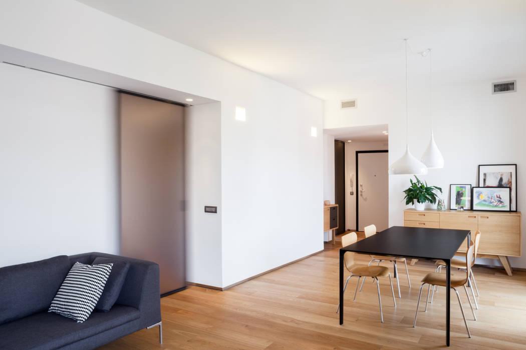 salone/ingresso: Soggiorno in stile in stile Minimalista di M2Bstudio