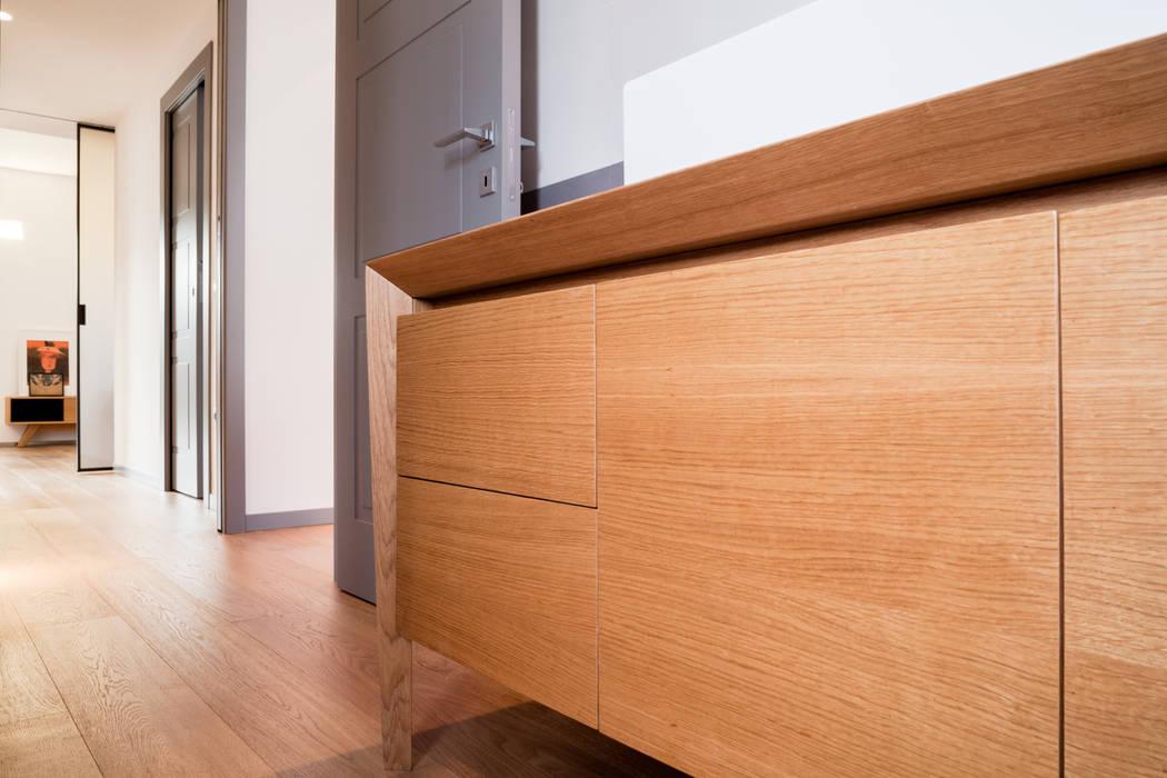 mobile bagno: Bagno in stile in stile Minimalista di M2Bstudio