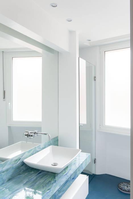 Appartamento residenziale nel quartiere Nomentano.: Bagno in stile  di studioQ