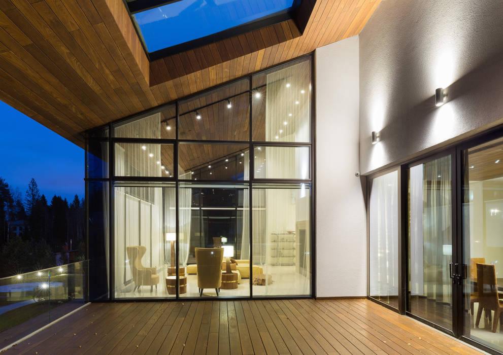 Balcon, Veranda & Terrasse modernes par Студия дизайна интерьера в Москве 'Юдин и Новиков' Moderne