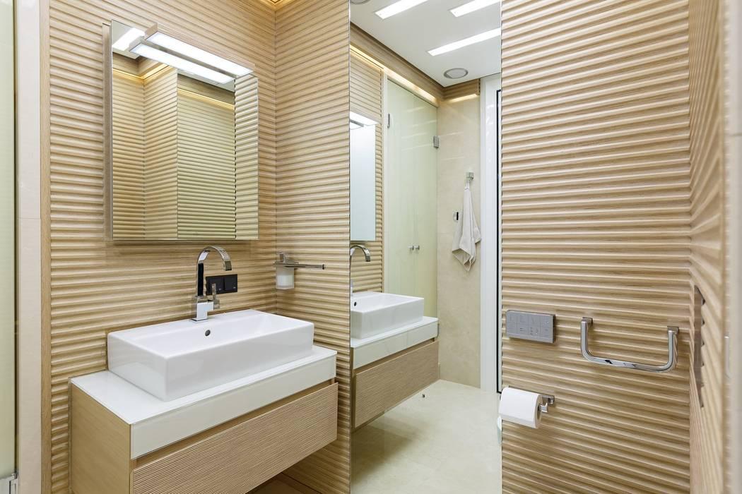 Baños de estilo moderno de Студия дизайна интерьера в Москве 'Юдин и Новиков' Moderno