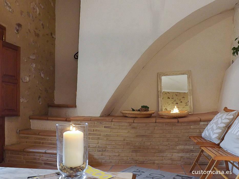 Salas / recibidores de estilo  por custom casa home staging, Mediterráneo