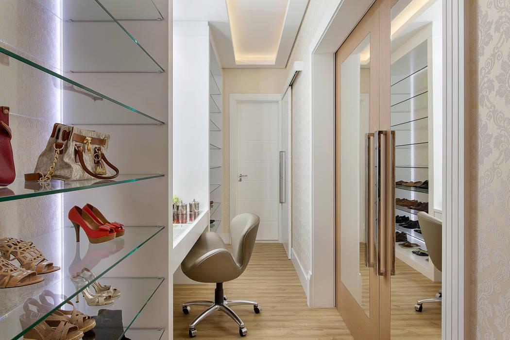 Closets de estilo  por Designer de Interiores e Paisagista Iara Kílaris, Moderno