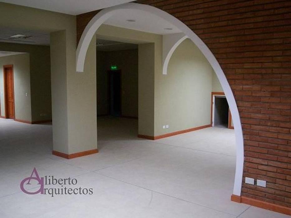 Espacio Cultural Salamanca: Estudios y oficinas de estilo  por AlibertoArquitectos