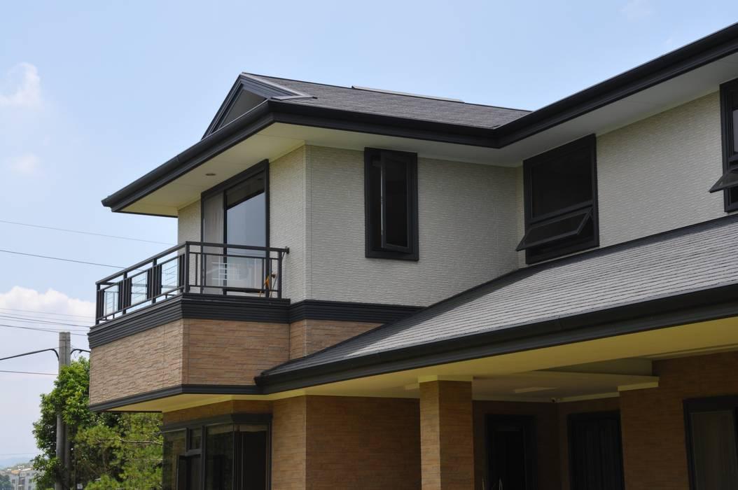 Дома в классическом стиле от 翔霖營造有限公司 Классический ДПК