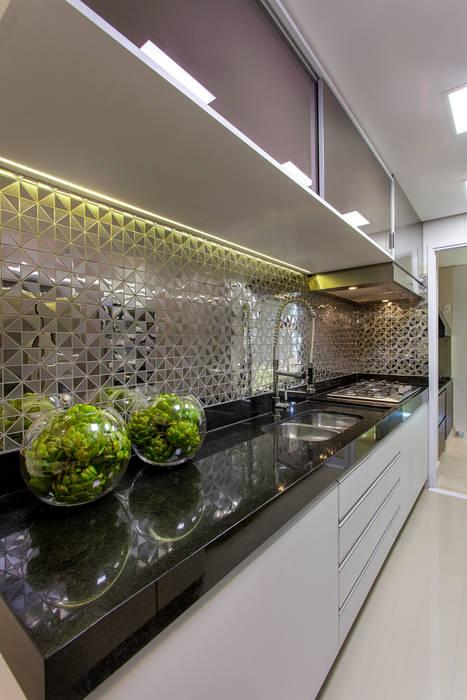 Apartamento Jundiaí: Cozinhas  por Designer de Interiores e Paisagista Iara Kílaris,Moderno