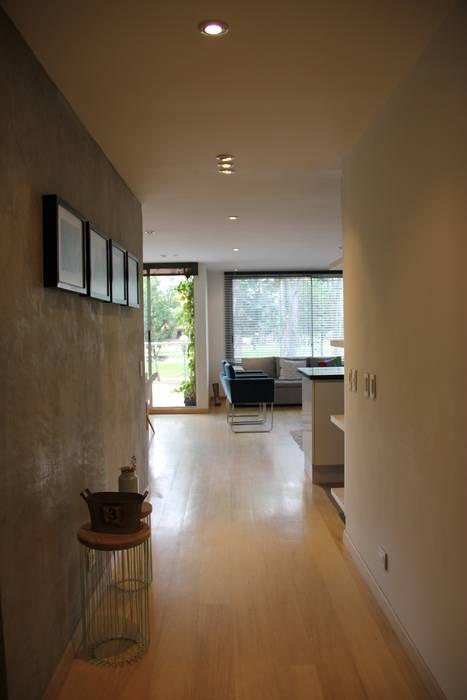 Flur & Diele von KDF Arquitectura, Modern Beton