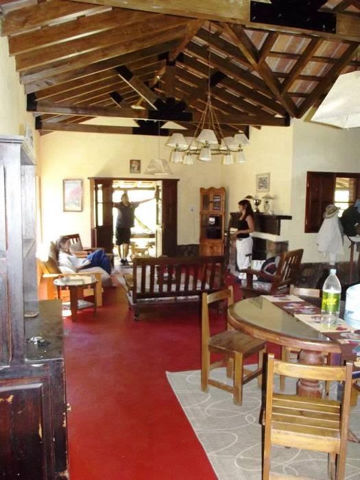 Casco de Finca en La Caldera: Livings de estilo  por Valy