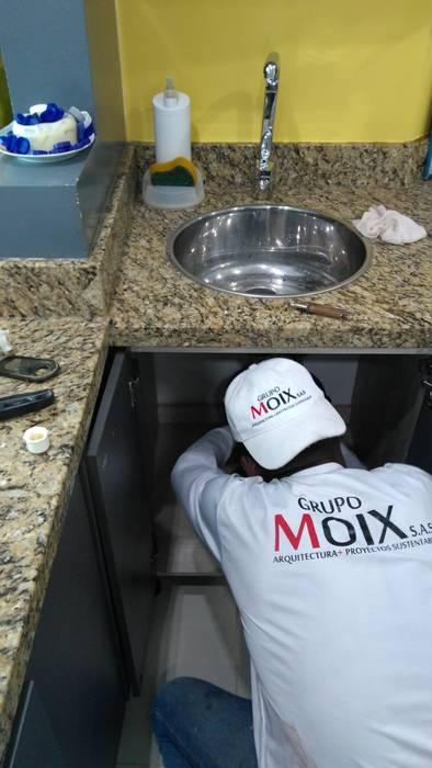 Proceso cocina: Cocinas de estilo moderno por Grupo Moix SAS