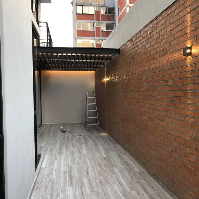 Hiên, sân thượng phong cách hiện đại bởi Síntesis Arquitectónica ® Hiện đại