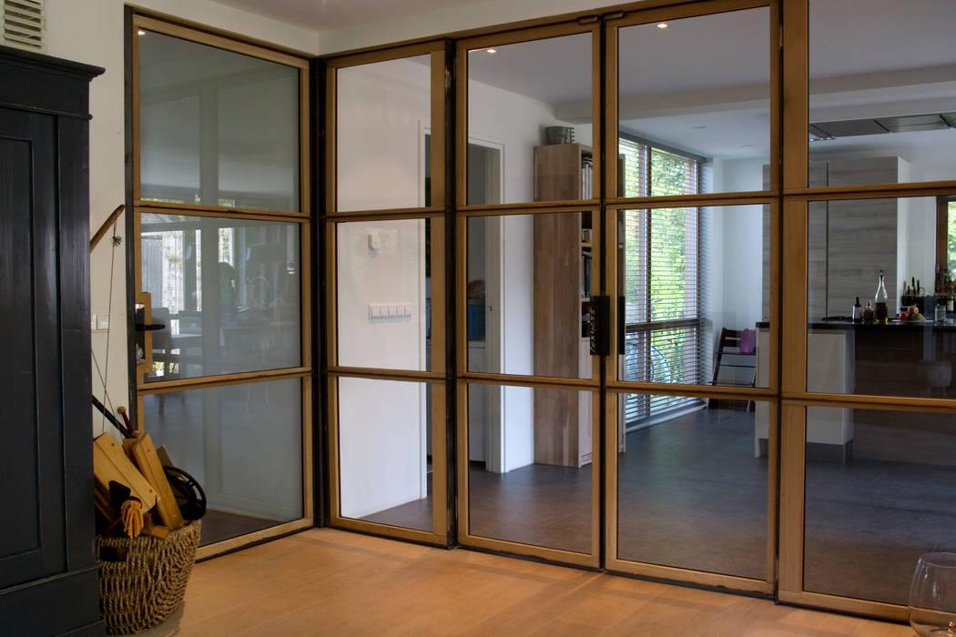 Salon de style  par JE-ARCHITECTEN, Moderne