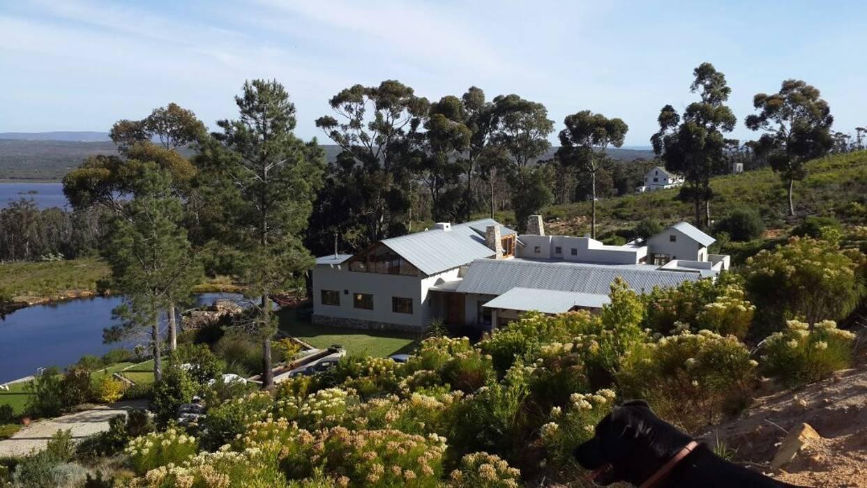 Highlands Farm - Hermanus:  Houses by Claire Cartner Interior Design, Modern Concrete