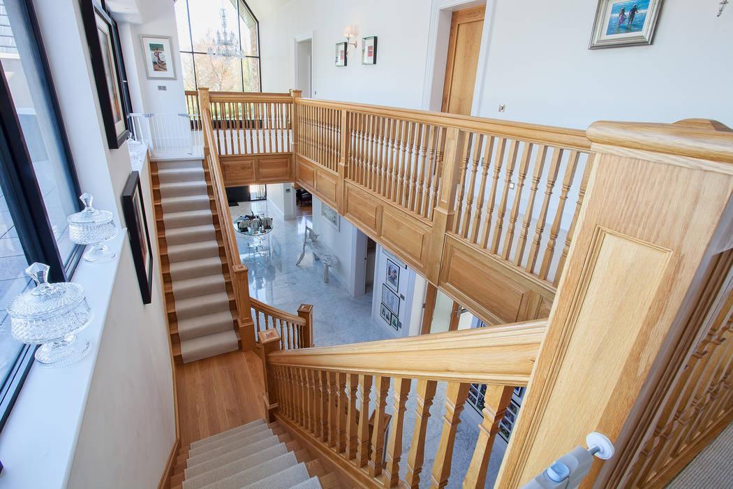 Staircase Pasillos, vestíbulos y escaleras de estilo clásico de RBD Architecture & Interiors Clásico