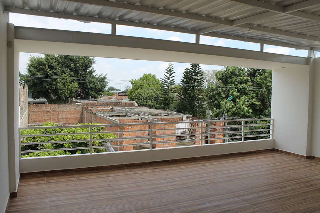 EXTERIOR Balcones y terrazas de estilo moderno de IngeniARQ Moderno