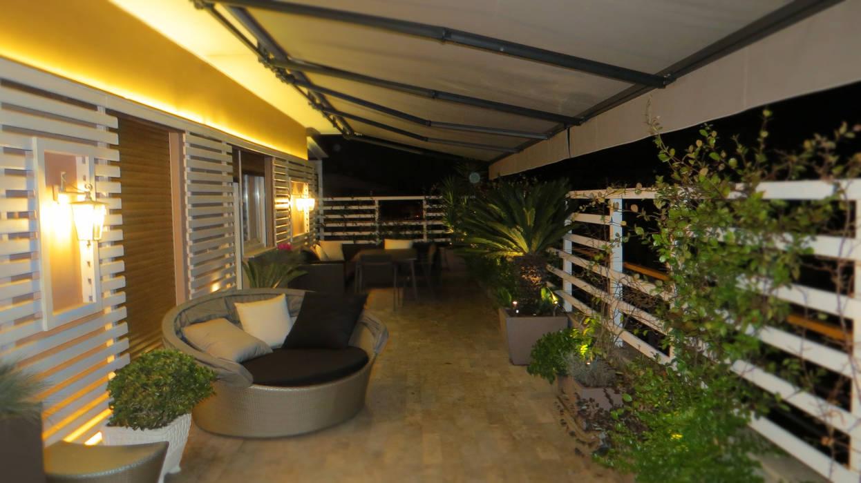 Balcones y terrazas de estilo moderno de Fabio Valente Studio di architettura e urbanistica Moderno