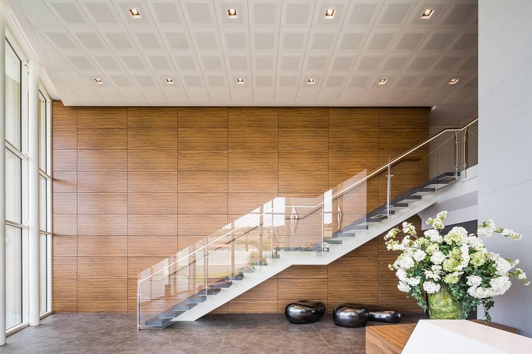 Vulcangas _ Uffici Direzionali: Complessi per uffici in stile  di Studio Simonetti