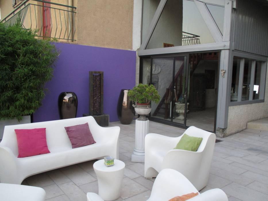 Un mur en résine pour habiller un mur mitoyen Jardin moderne par Berger Jardins Moderne