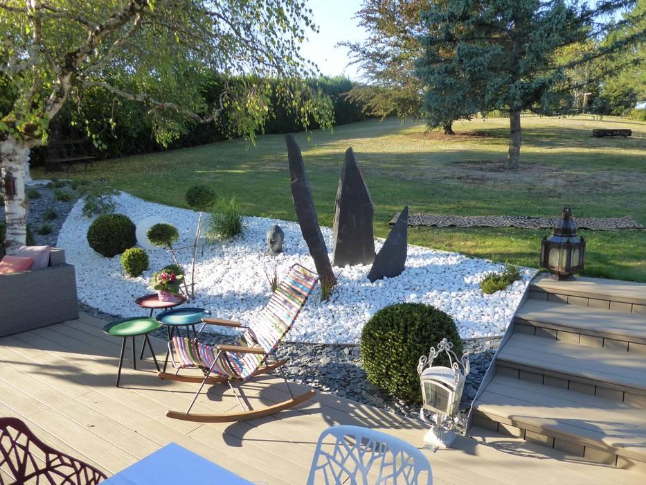 Une véritable jonction entre le lieu de vie et l'espace engazonné: Jardin de style  par Berger Jardins