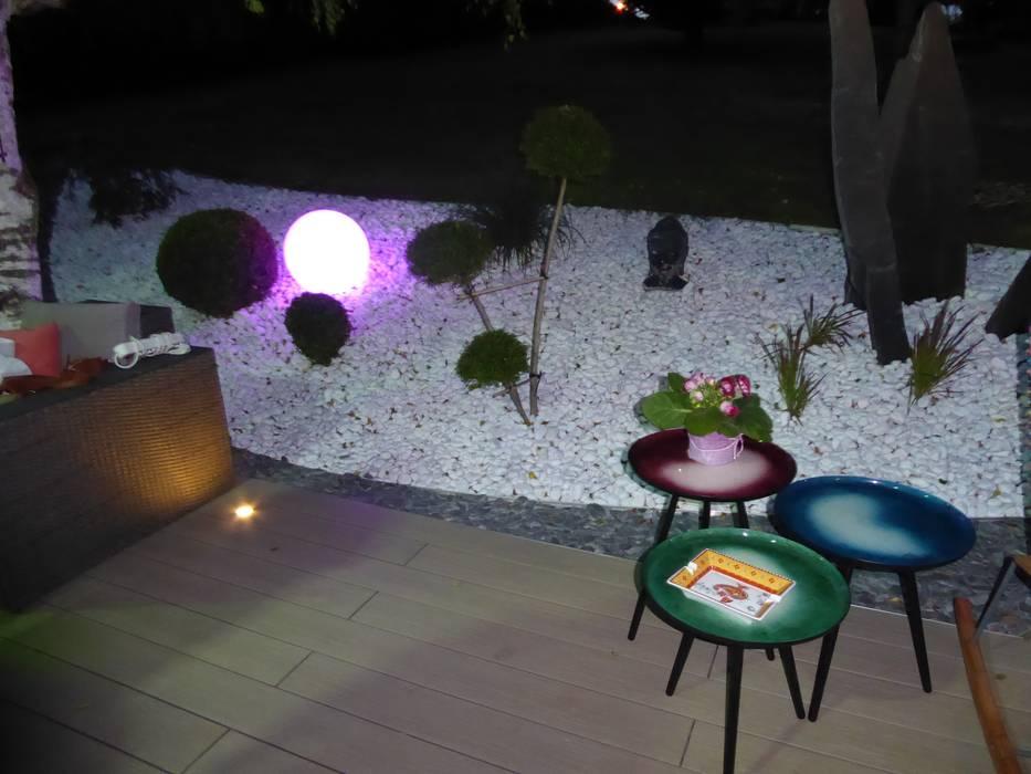 Des spots et luminaires pour profiter des soirées d'été: Jardin de style de style Moderne par Berger Jardins