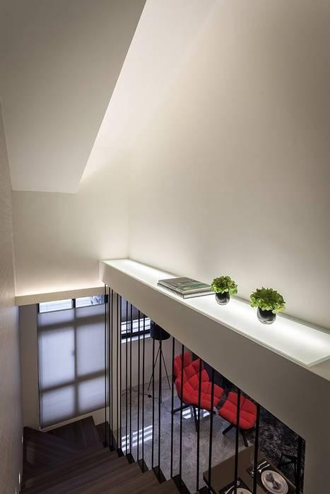 樓梯平台:  走廊 & 玄關 by 你你空間設計