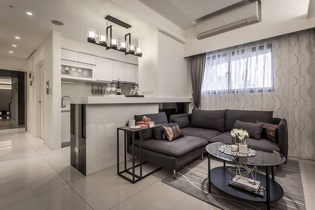 開放式廚房 现代客厅設計點子、靈感 & 圖片 根據 你你空間設計 現代風