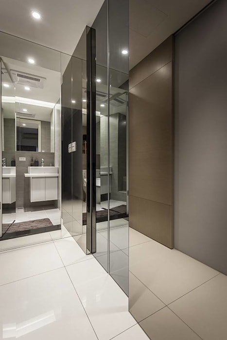 鏡面牆:  更衣室 by 你你空間設計