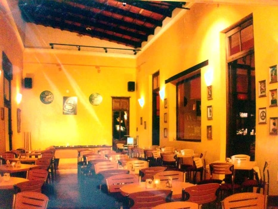 Restó Bar Bares y clubs de estilo clásico de Valy Clásico Ladrillos