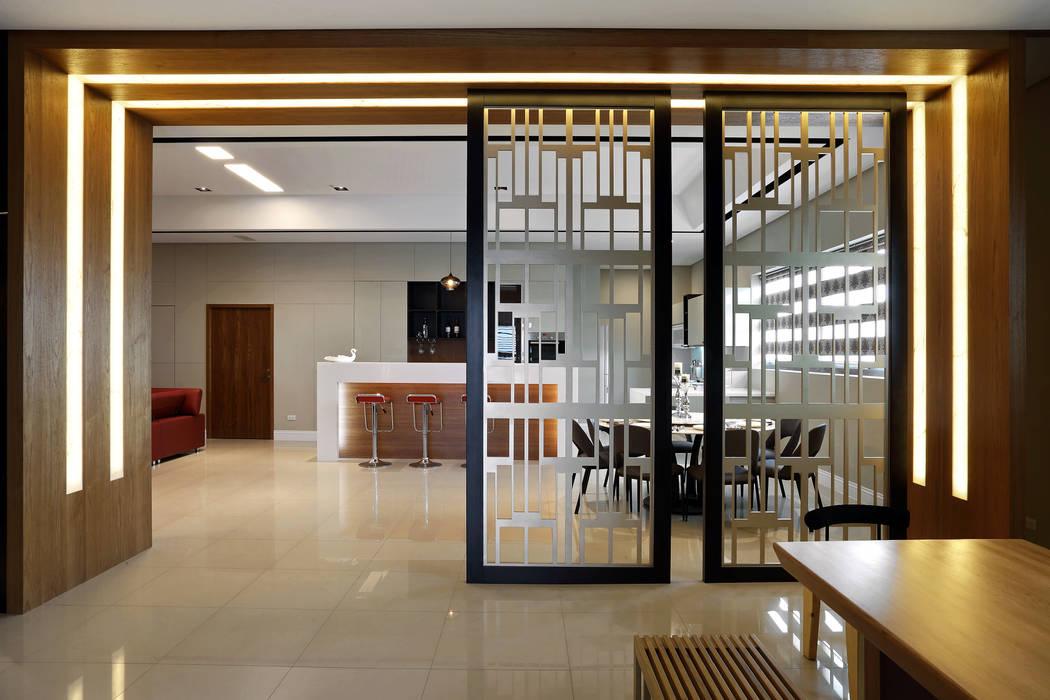 Salle à manger de style  par 信美室內裝修