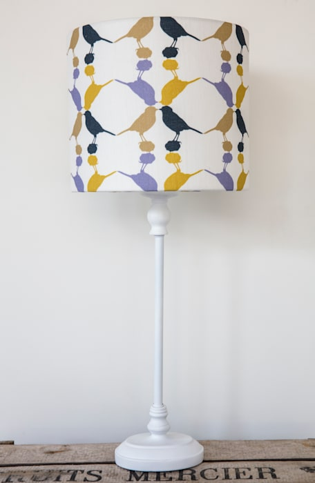 Great tit Lampshade:  Living room by Lomas & Lomas