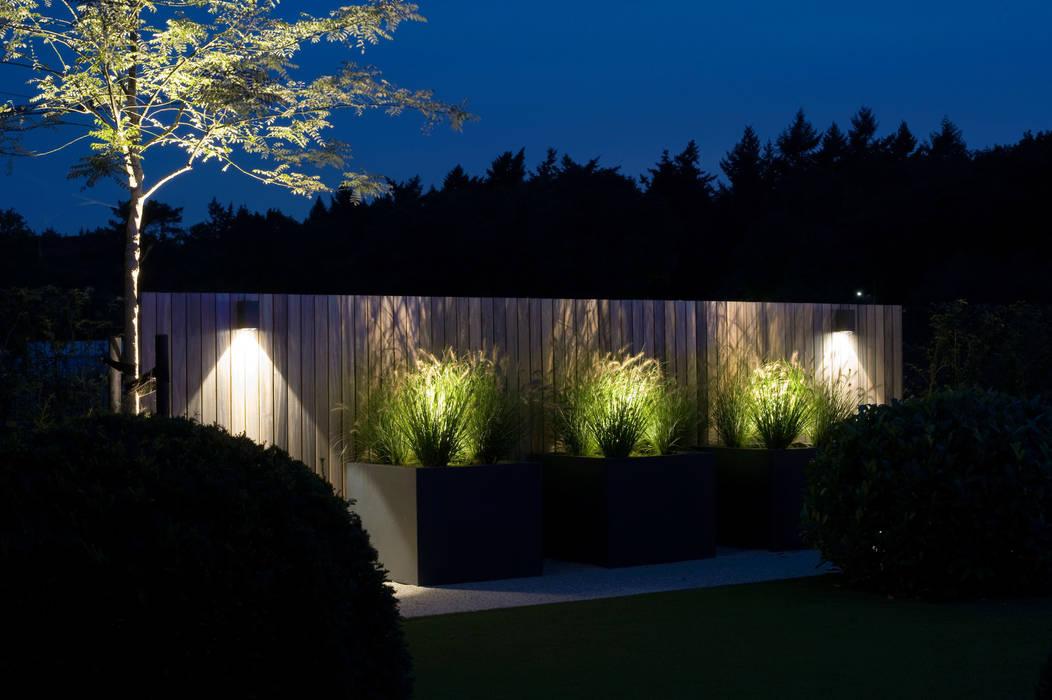 Ultiem genieten in het donker.:  Tuin door Heart for Gardens.