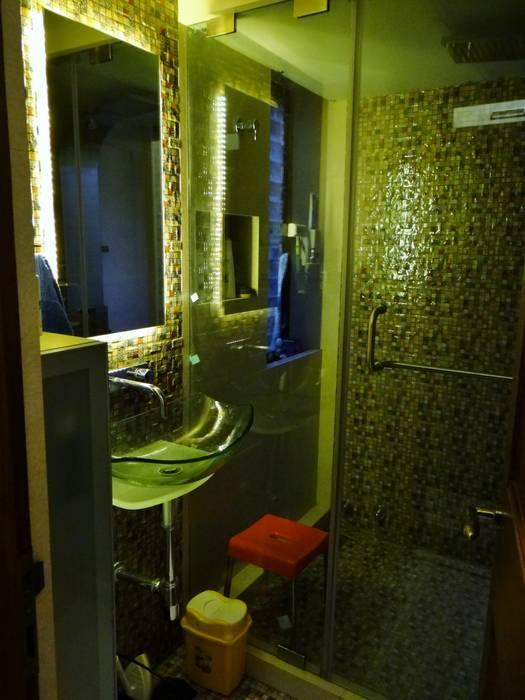 Toilet :  Bathroom by Core Design