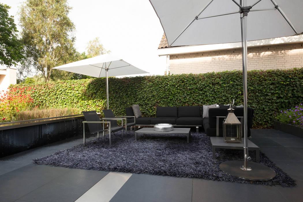 Balcones y terrazas de estilo moderno de Heart for Gardens. Moderno