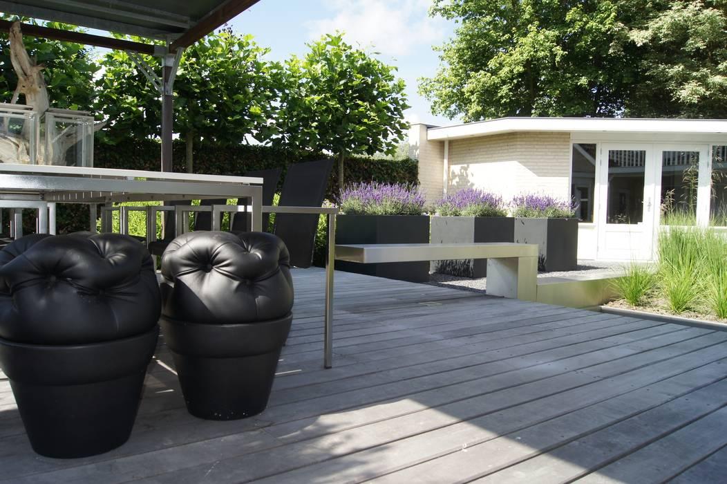 Moderne materialen.:  Terras door Heart for Gardens., Modern Hout Hout
