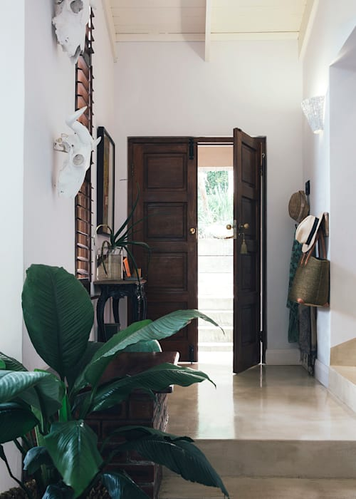 Eclectic style corridor, hallway & stairs by Taryn Flanagan Interiors Eclectic