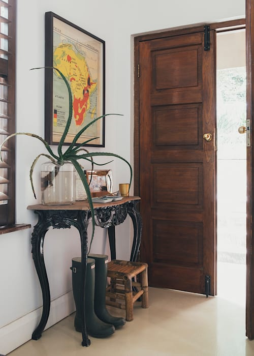 Westville Eclectic style corridor, hallway & stairs by Taryn Flanagan Interiors Eclectic