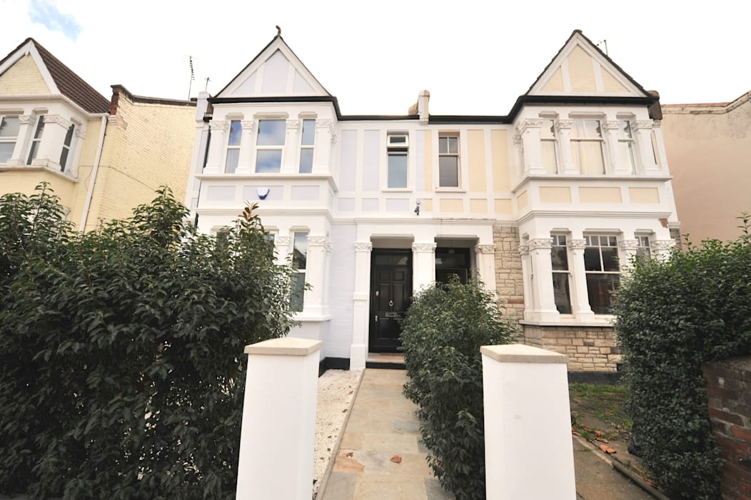 Maisons de style  par Grand Design London Ltd, Classique