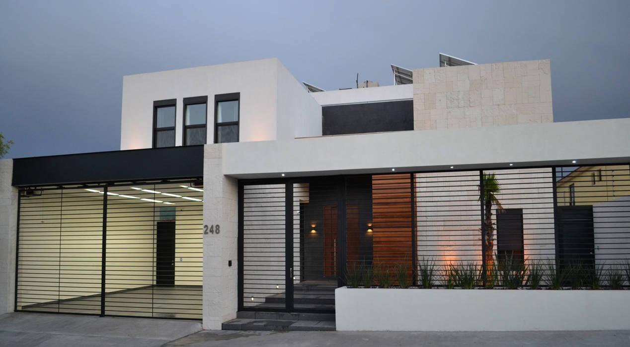 Fachada moderna con materiales cálidos Casas modernas de Toyka Arquitectura Moderno Madera Acabado en madera
