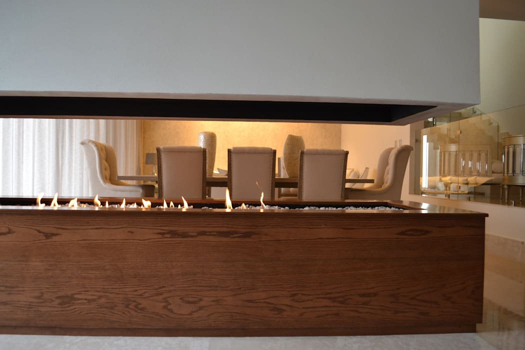 Chimenea compartida en comedor: Comedores de estilo moderno por Toyka Arquitectura